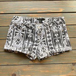 Forever 21 Black & White Aztec Boho Shorts sz M